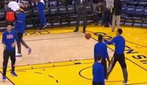 L'incroyable floater de Stephen Curry