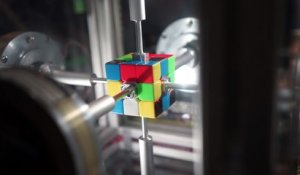 Une machine résout un Rubik's Cube en 0.38 seconde