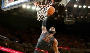 NBA : Un dunk de mammouth de LeBron James