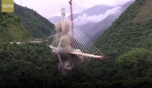 Un pont en construction détruit en Colombie