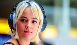 "Alizée rendue ""dingue"" par des plagistes"