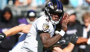 Lamar Jackson fakes entire Panthers' defense on 17-yard rush