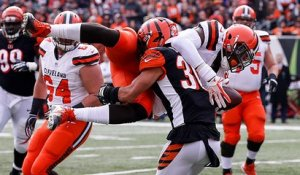 Njoku dives to haul in 24-yard laser from Baker