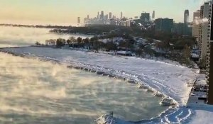 Le lac Michigan pendant une vague de froid