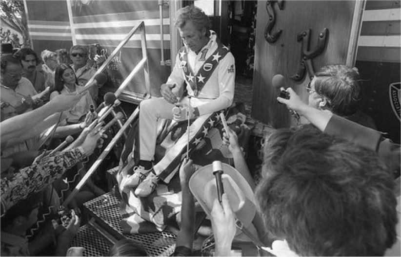 Being Evel : Photo