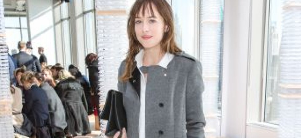 Dakota Johnson, élégante en manteau gris