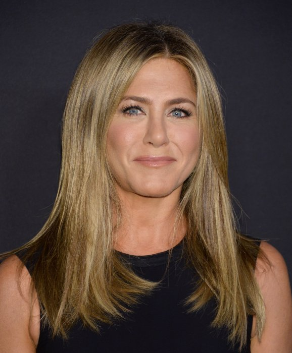 "Jennifer Aniston fume ""de temps en temps"""