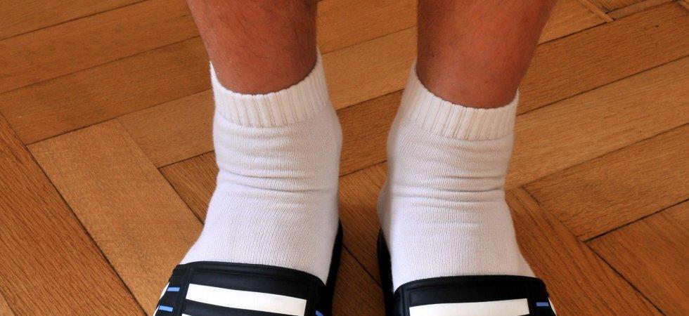 b2052eca666 Claquettes et chaussettes   la nouvelle tendance