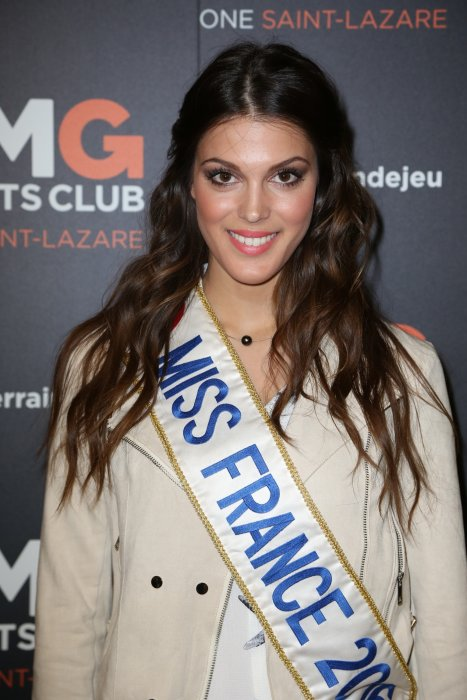 Iris Mittenaere lors de l'inauguration du CMG Sports Club ONE Saint-Lazare au 11-13 rue Boursault à Paris, le 28 avril 2016.