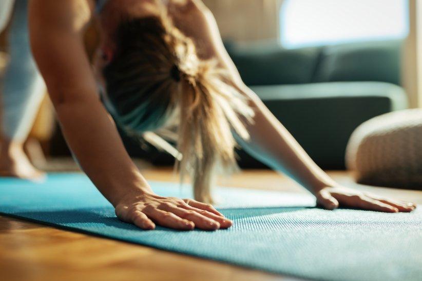 Le yoga permet de se vider l'esprit et de se bouger : essentiel en période de confinement.