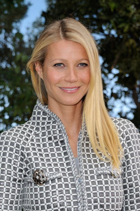 Gwyneth Platrow assiste au défilé Haute Couture Printemps-Eté 2016 de Chanel, lors de la Fashion Week de Paris, le 26 janvier 2016 à Paris.