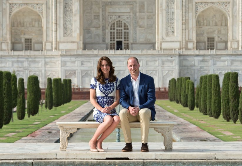 Le prince William et Kate Middleton posent devant le Taj Mahal, le 16 Avril 2016.