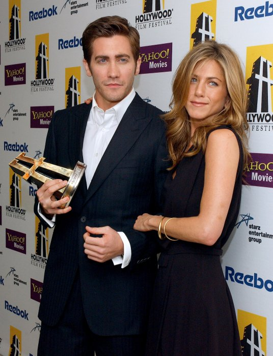 Jake Gyllenhaal et Jennifer Aniston lors des 9e Hollywood Awards à Los Angeles, le 24 octobre 2005.