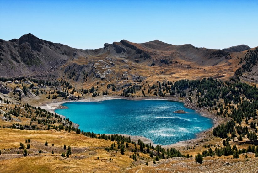 Le lac d'Allos, plus grand lac naturel d'altitude d'Europe