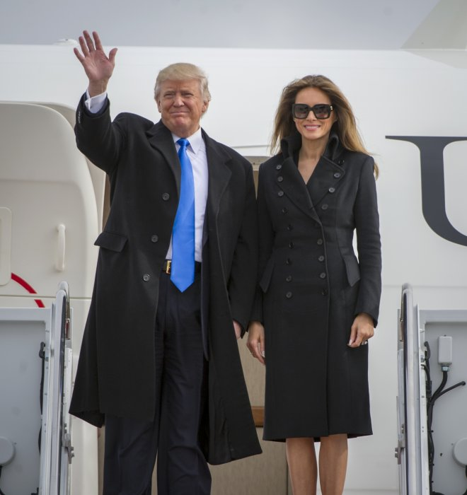 Donald et Melania Trump arrivent à l'Andrews Air Force Base, près de Washington, le 19 janvier 2017.