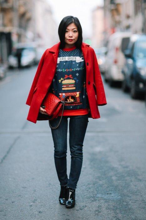 Street style de la blogueuse May Berthelot qui a associé un pull de Noël à  un 092a79ac55d8