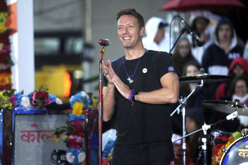 Chris Martin (Coldplay) chante sur le plateau de l'émission  Today  à New York le 14 mars 2016.
