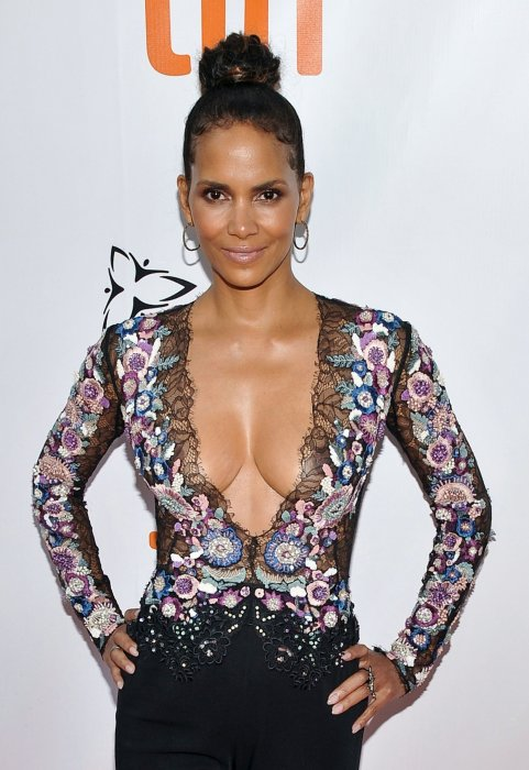 Halle Berry enflamme les tapis rouges