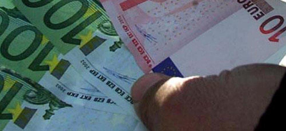 Devises L Euro Et La Livre En Difficulte Face Au Dollar