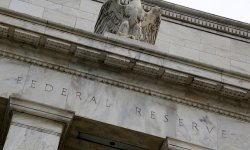 La Fed n'attend pas d'inflation durable, mais surveille la situation (Brainard)