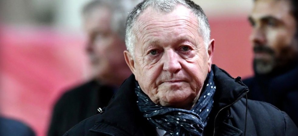Arbitrage : Aulas tape du poing sur la table