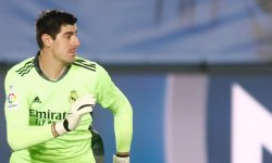 Real Madrid : Quand Courtois évite de peu un but gag