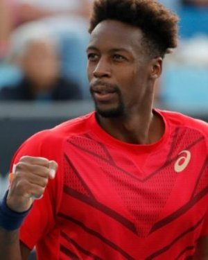Monfils poursuit sa route