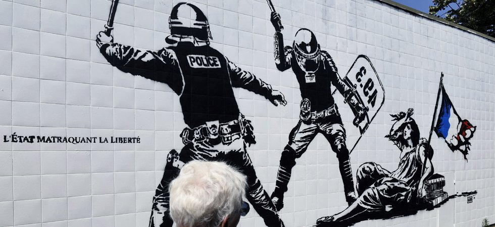 "Grenoble : la fresque ""anti-flics"" taguée d'un ""Stand up for the french police"""