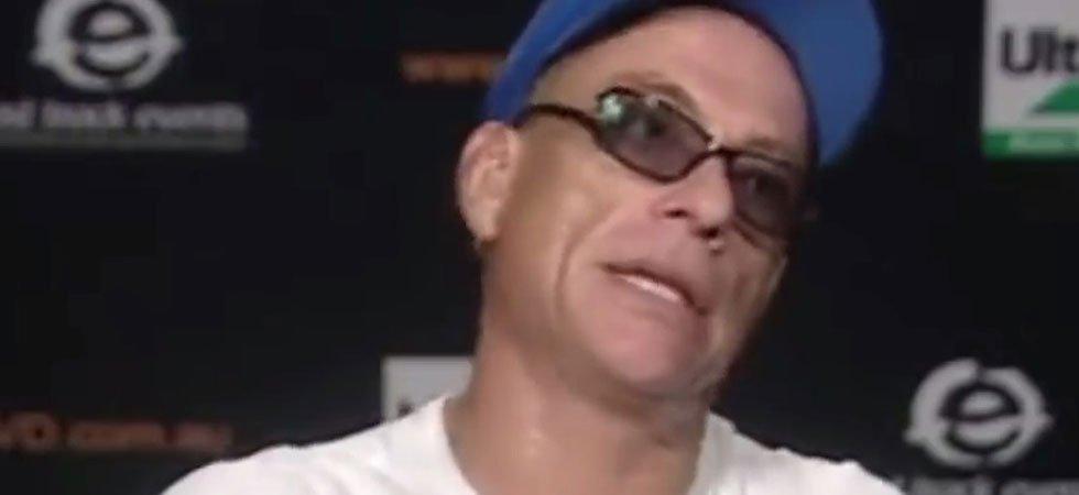 Jean Claude Van Damme Avec Son Chihuahua: En Colère, Jean-Claude Van Damme Interrompt Une Interview