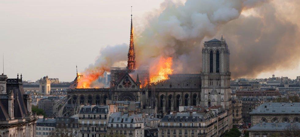 """EN DIRECT. Incendie de Notre-Dame : """"Paris à terre, ça n'existe pas"""", clame Castaner"""
